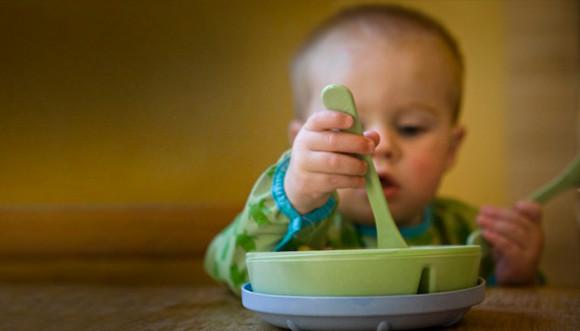 child_eating_622x355